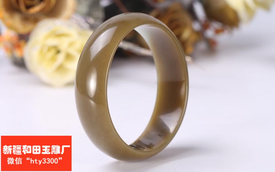 手镯造型为圆形,.   新疆和田玉雕厂 06月15日  价格: 8000.00元