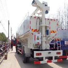 自贡厢式车8吨散装饲料车价格图片