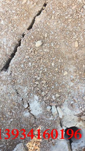 青島工程遇到石層大型巖石劈石器