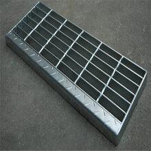 防滑花纹踏步板厂家_建筑行业热浸锌花纹踏步板生产厂家