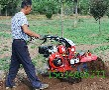 多功能微耕机解决土壤问题,让大葱开沟培土更轻松图片