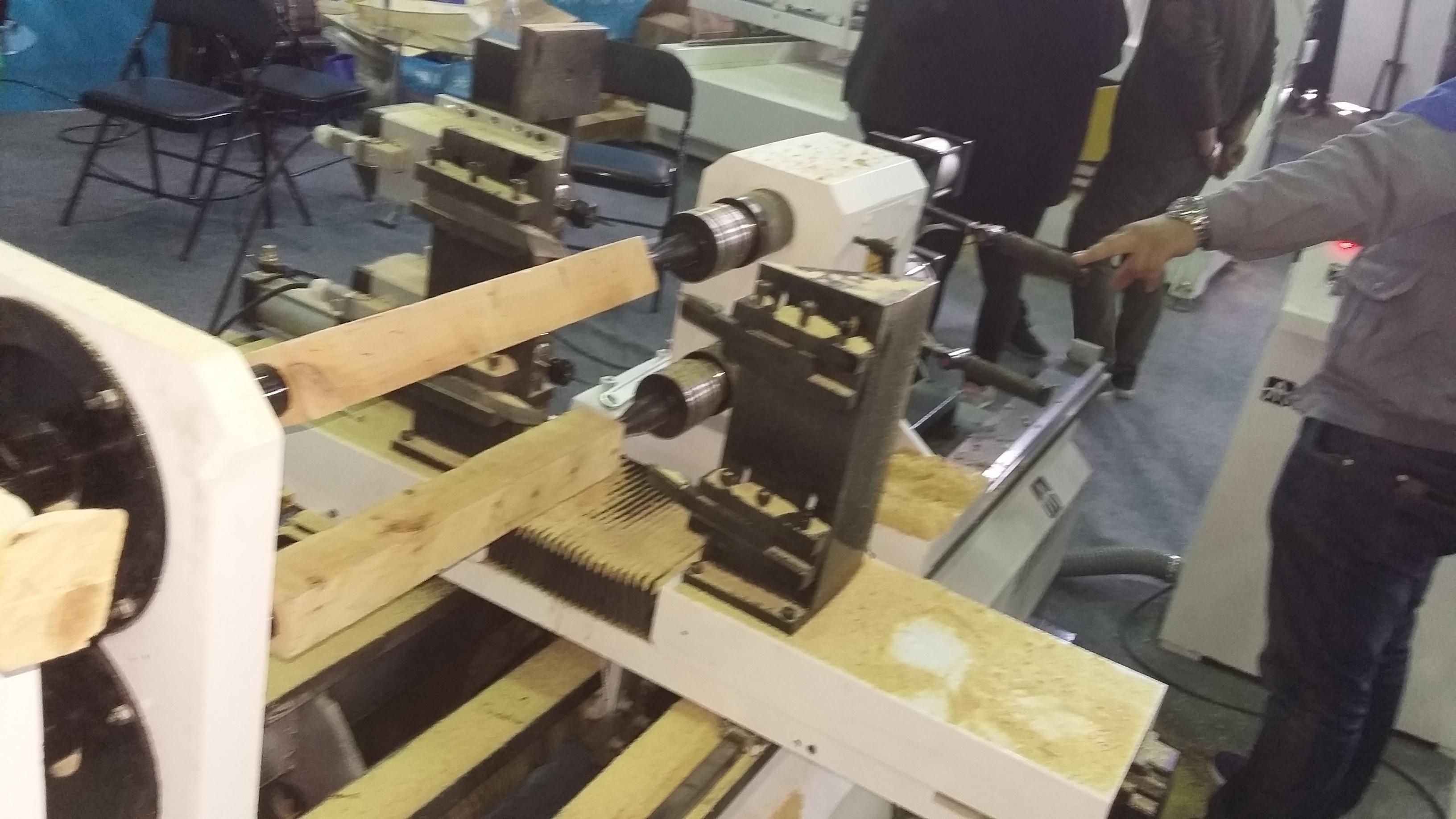 实木楼梯厂家青睐的安泰良锐数控木工车床