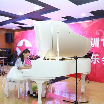 深圳龙岗学钢琴龙城广场成人学钢琴会不会太晚