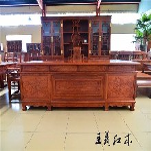 大红酸枝办公桌家具木材的种类办公桌家具花纹结构细密凝重