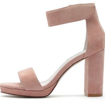 美国时尚流行女鞋:珍珠鞋开挂吸睛分秒间