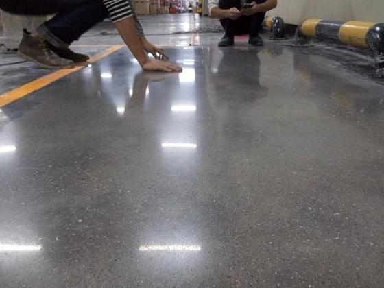 辽阳厂房车间水泥地面硬化要怎么做