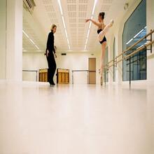 舞蹈房地板铺装家用舞蹈地胶图片