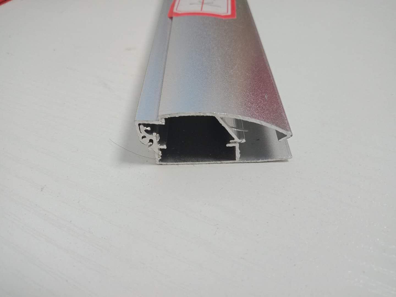 为什么用铝型材制作广告相框?