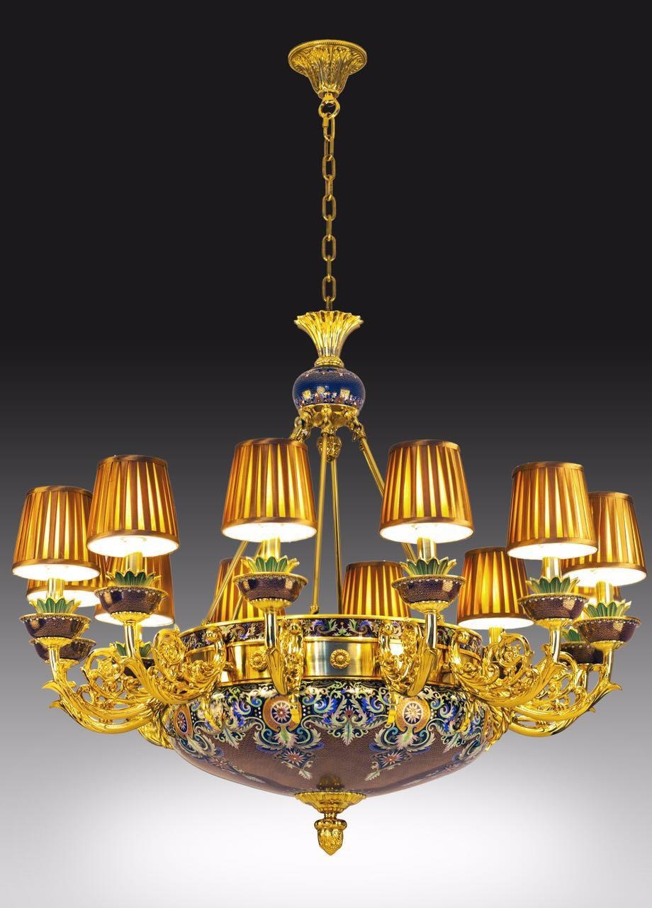备注:12头吊灯   作品赏析:8组花形图案装饰