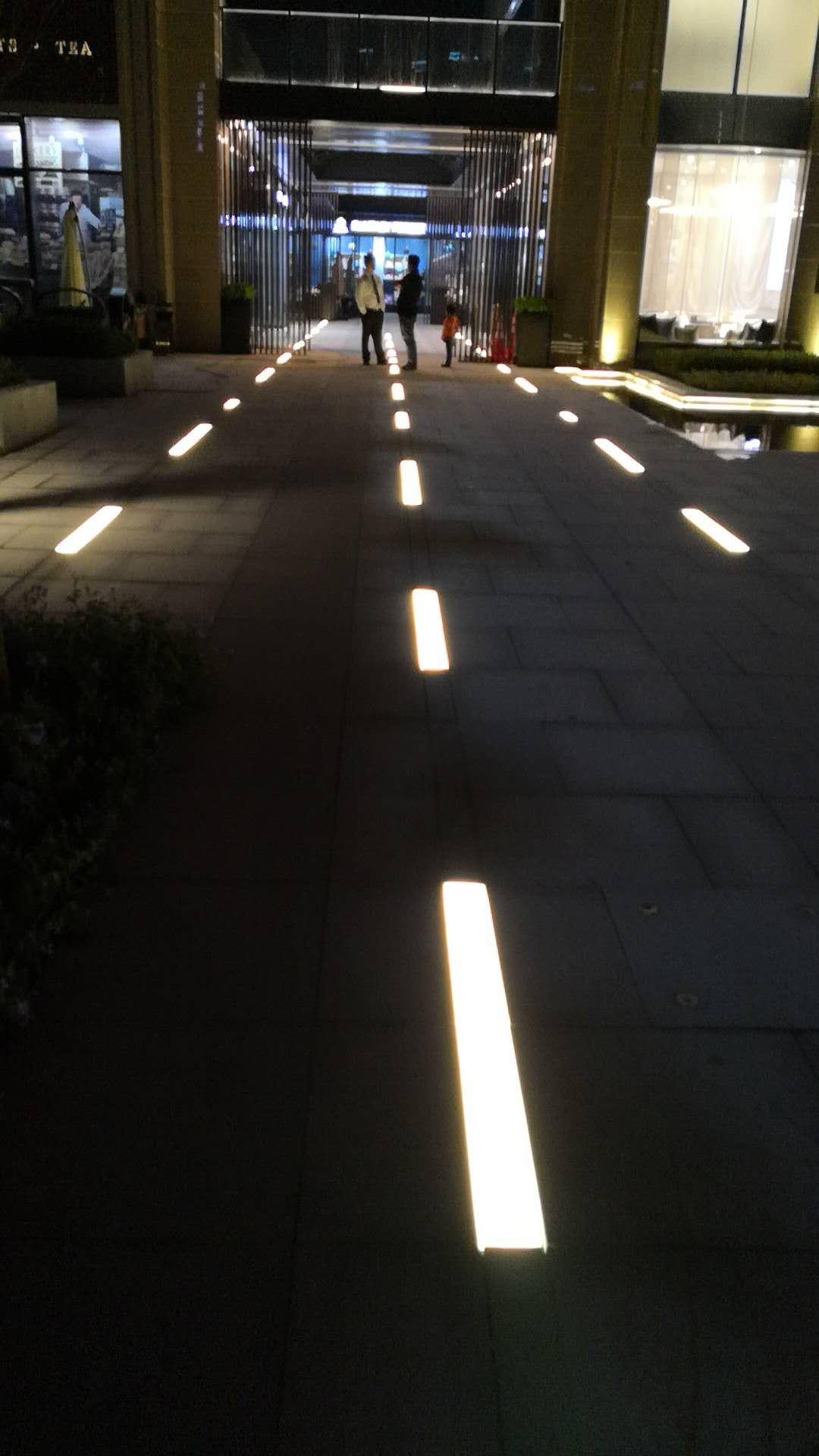 人行道发光砖广场公园景观厂家价格