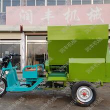 饲草刮板撒料车可定做喂料车养殖设备投喂车图片