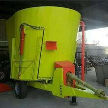5立方粉碎搅拌机奶牛养殖场拌料机拖拉机牵引搅拌车图片