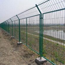 高速公路护栏网规格价格广东哪里有铁丝网护栏厂家如何选择高速护栏网