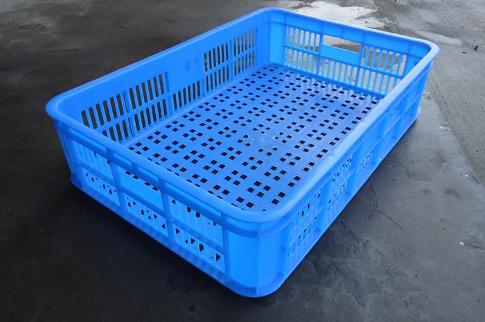 型号:575-140 5  规格: 外:630*430*150 内:575*395*145  生产:台州路桥团力塑料制品有限公司  颜色:蓝色(其它颜色可定制)  等级:一级新料  材质:HDPE 全新料延长产品的寿命3年以上  工艺:一次注塑成型  特点:耐摔抗老化、抗冻耐高温、耐酸碱、环保可回收、卫生易清洗  托盘类别:网格型:网格九脚、网格川字、网格田字、网格双面、网格日字,网格垫仓板 平板型:平板九脚、平板川字、平板田字、平板双面、平板日字,平板垫仓板 由于行业需求的差异性,所以