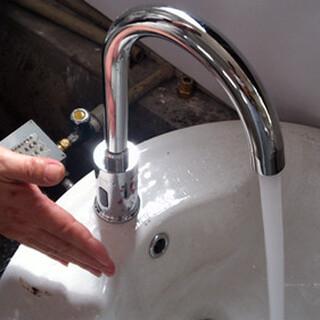 医用冷热水感应水龙头手术室冷热水切换水龙头图片3