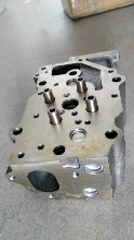 现货供应小松PC450-8原厂发动机缸盖总成进口品质图片