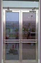 天津東麗區制作鋼化玻璃門廠家,天津玻璃門安裝維修更換地彈簧圖片