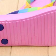 厂家供应出口最新时尚夏天休闲人字拖鞋带彩虹拼色硅胶鞋带