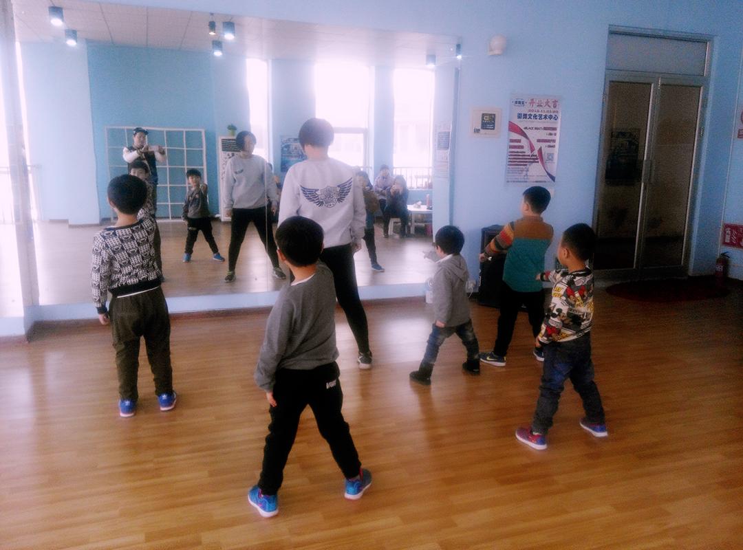 【天津河东区街舞图纸v街舞,天津河东区少儿街的脉冲儿童cad电网图片
