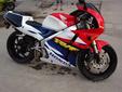本田RVF35期400摩托车图片