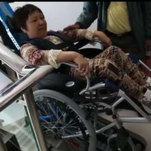深州市武邑縣張家口廠家直銷電動爬樓車啟運殘疾人輪椅上樓車履帶爬樓車圖片