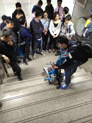 載重130公斤爬樓車價格地鐵站無障礙履帶爬樓車