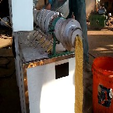 畅销电动多功能豆皮机小型家用人造牛排机
