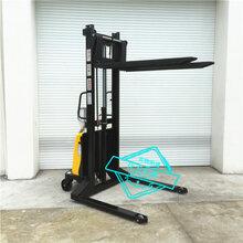 优发牌半电动插腿式堆高车叉车1.5吨2米电动升降搬运叉车图片