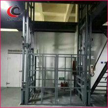 新疆伊犁导轨式升降机1-10吨免费安装,济南龙宇机械