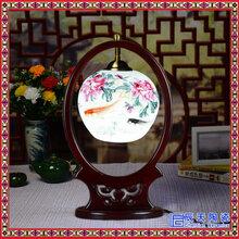 景德镇陶瓷灯具青花粉彩薄胎台灯实木雕花陶瓷灯饰图片