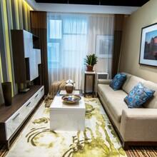 沈阳软装设计_窗帘壁纸搭配_现代简约风格家具搭配