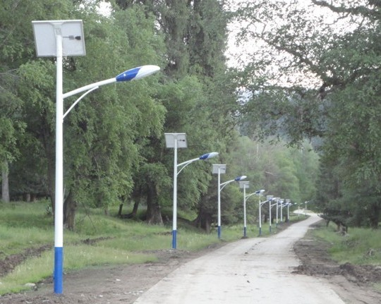 飞鸟供应云南曲靖太阳能路灯,曲靖新农村建设LED太阳能路灯厂