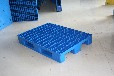 山东润宝塑料托盘厂是专业生产塑料托盘、仓储垫板的大型企业。