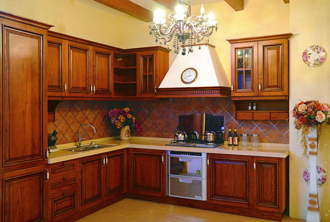 原木橱柜,这款以白色和金色为主调的浓重欧式风格