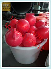 湖面插旗子浮球水库水电站警示浮球图片