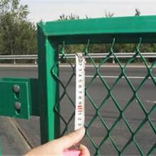 高速公路护栏网发挥安全作用的原理