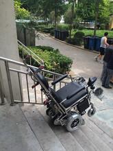 爬楼机履带可上下楼后自行驾驶电动履带爬楼轮椅车