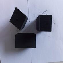 恒荣厂家专为彩钢行业定制的非贵金属蜂窝陶瓷堇青石载体催化剂图片