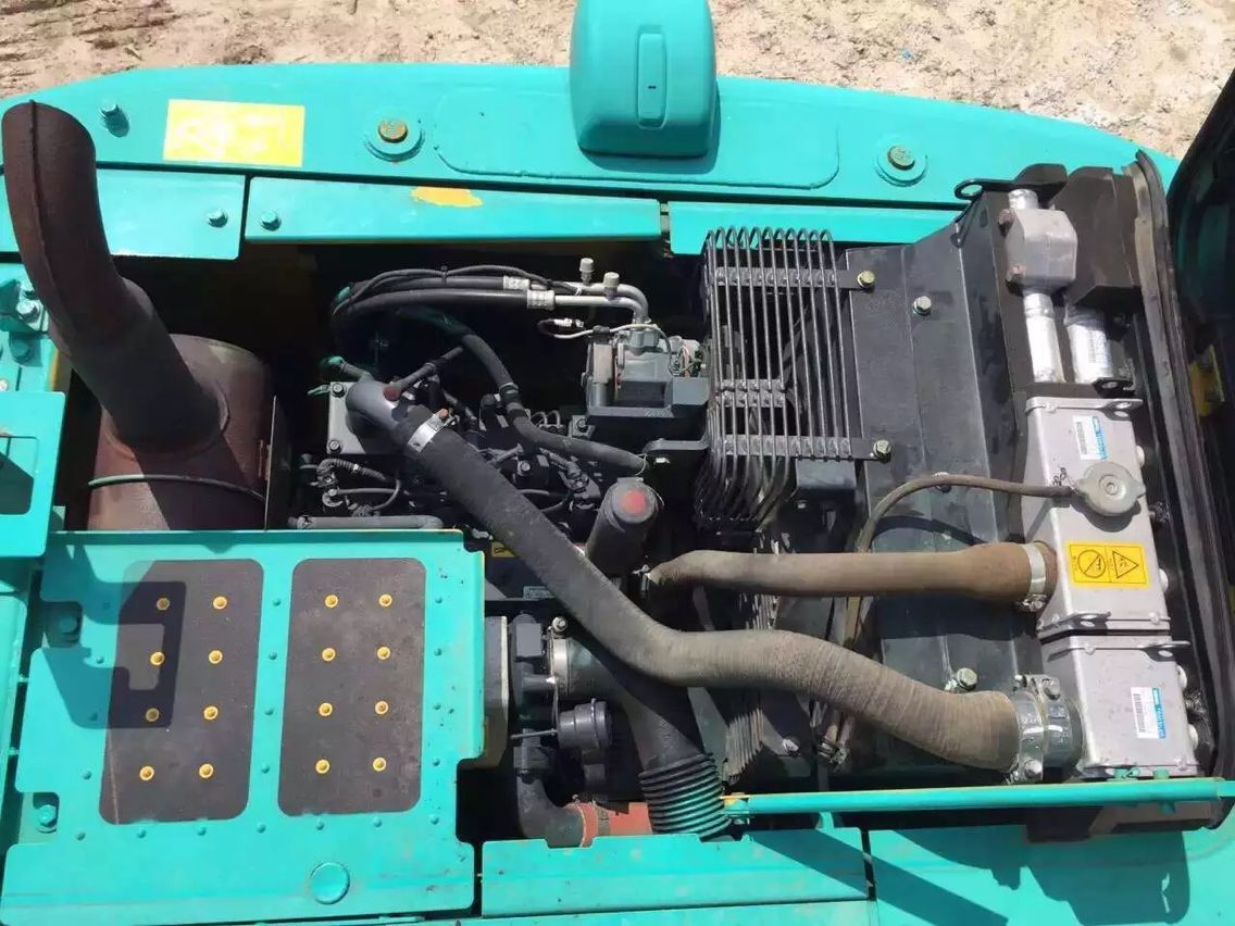 日立870挖机图片