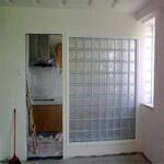 供应谢岗玻璃隔断,谢岗轻质砖隔墙,谢岗石膏板隔墙,谢岗彩钢板隔墙-施工进度快图片