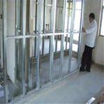 供应凤岗玻璃隔断,凤岗轻质砖隔墙,凤岗石膏板隔墙,凤岗彩钢板隔墙-施工进度快图片