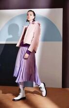 北京高端羽绒服女装品牌摩多伽格库存折扣羽绒服女装尾货批发图片