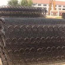 喷塑骨架生产过程,华英环保专业除尘骨架厂家供应。图片