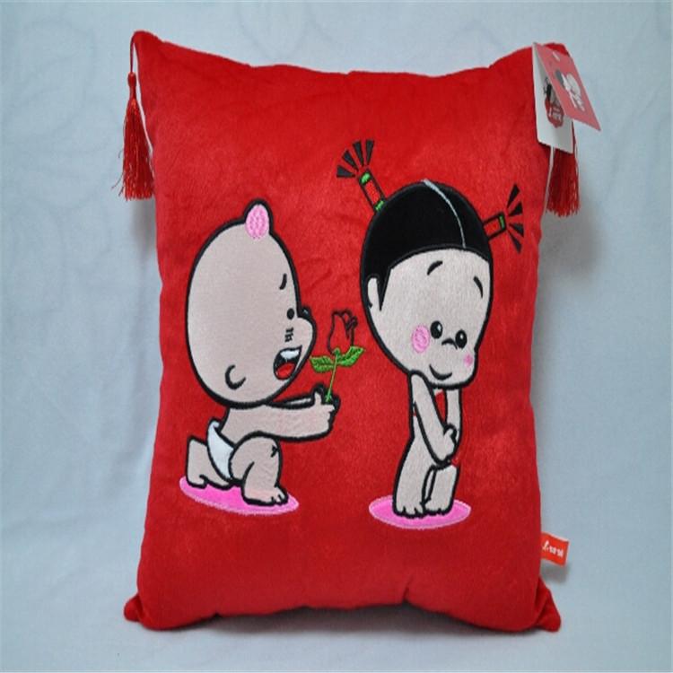 佛山填充毛绒玩具厂卡通衍生婚庆小破孩玩偶抱枕居家沙发抱枕来图定制