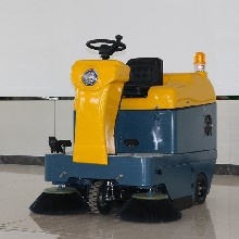電動清掃車駕駛式掃地機吸塵道路垃圾清掃車圖片