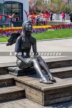 坐在路边的少女铜雕,公园人物雕塑图片