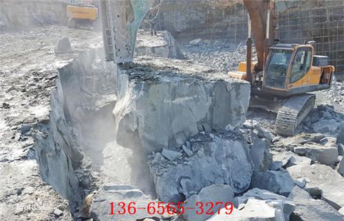 开采石头附近有房屋岩石开采岩石劈裂器