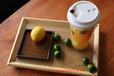 喜茶/皇茶技术配方培训从一家20㎡的小店,到50多家店店排队的火爆品牌,再到获得超1亿元的融资,喜茶用了4年