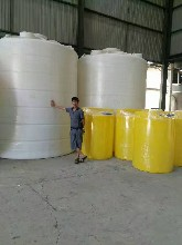 烟台日兴5吨塑料化工储罐玻璃水防冻液储罐日兴容器规格齐全厂家直供图片