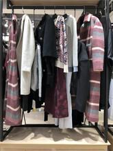 熱賣暢銷藝素國際品牌女裝折扣店貨源批發市場圖片